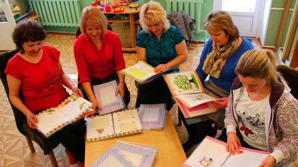 «Книжка про мене» для всієї України: підсумки проекту «Кольорові посилки»